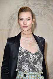 Karlie Kloss attended the Christian Dior show wearing a chic gold choker by Repossi.
