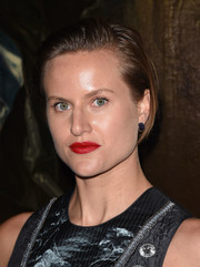 Olympia Scarry stayed casual with this short side-parted hairstyle at the Dior Cruise show.