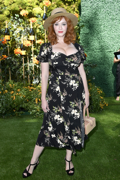 Christina Hendricks Straw Tote [clothing,dress,fashion,fashion model,lady,footwear,day dress,spring,cocktail dress,long hair,arrivals,christina hendricks,los angeles,pacific palisades,california,will rogers state historic park,veuve clicquot polo classic]