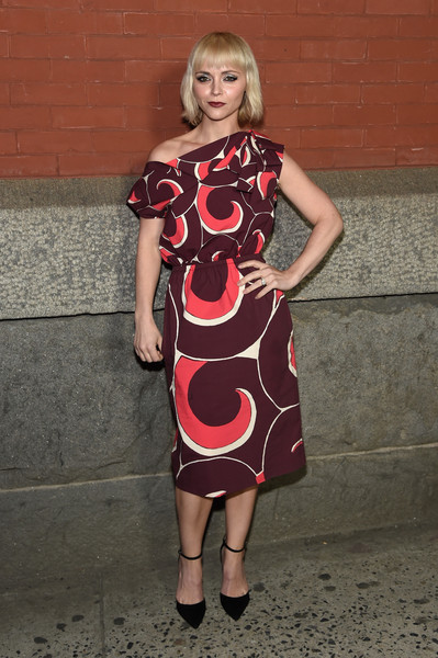 Christina Ricci Pumps [marc jacobs,arrivals,christina ricci,clothing,dress,shoulder,fashion model,lady,footwear,joint,day dress,cocktail dress,pattern,marc jacobs fall 2018 show,new york city,park avenue armory]