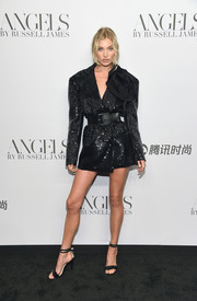 Black ruffle sandals with double ankle straps completed Elsa Hosk's outfit.