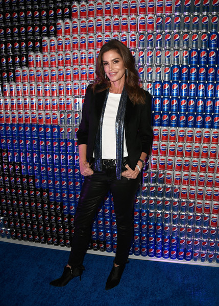Cindy Crawford Blazer [clothing,electric blue,footwear,fashion,outerwear,suit,blazer,performance,jacket,carpet,pepsi generations live pop-up,minneapolis,minnesota,cindy crawford]