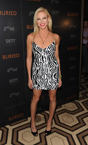 Debbie Gibson wore a crystal heart pendant to the screening of Buried.
