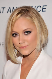 Maika Monroe rocked the faux bob look with this pinned back 'do and loose angled layers.