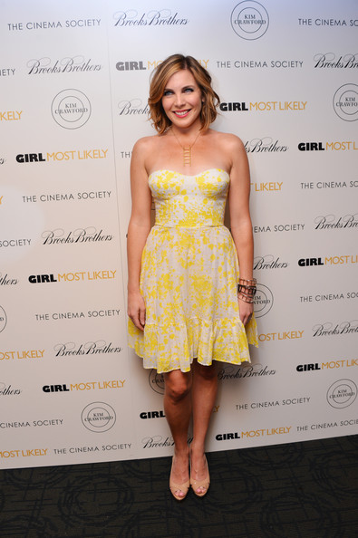 June Diane Raphael looked lovely in a yellow and white, strapless frock.