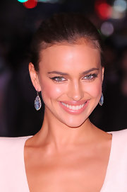 Irina's gemstone earrings at the 'Hunger Games' screening were very eye-catching.