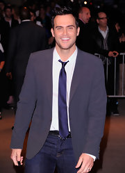 Cheyenne Jackson oozed casual elegance in a gray blazer paired with jeans.