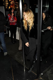Mary Kate rocked suede and leather ankle boots with an all black ensemble.