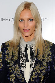 Anja Rubik opted for a sleek center-parted 'do when she attended the 'Young Adult' screening.