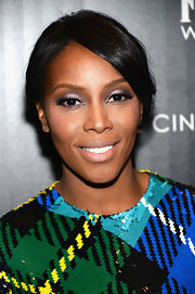 June Ambrose kept her hair and beauty look fairly minimal on the red carpet when she opted for this bobby pinned updo.
