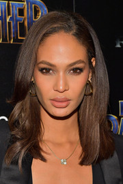 Joan Smalls attended the screening of 'Black Panther' wearing a stylish shoulder-length 'do.
