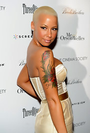 Amber Rose struck a pose on the red carpet and flaunted her flirty lashes. The model completed her look with a soft bronzed glow.