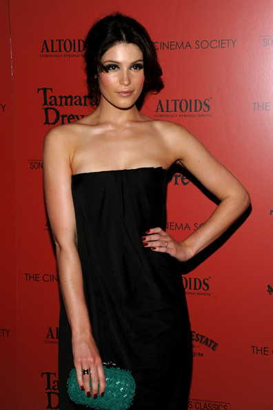 More Pics of Gemma Arterton Box Clutch (4 of 21) - Gemma Arterton Lookbook - StyleBistro