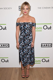 Abby Elliott looked effortlessly chic in a printed off-the-shoulder dress by Tanya Taylor at the season 3 premiere of 'Odd Mom Out.'