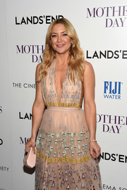 Kate Hudson's pink Amanda Pearl satin clutch and Valentino halter gown at the 'Mother's Day' screening were a lovely pairing!