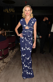 Naomi Watts looked stunning at the 'Diana' premiere in a blue and white Michael Kors dress with peekaboo detailing.