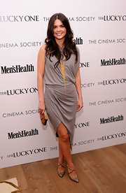 Katie Lee's draped gray dress at the 'Lucky One' premiere conveyed artistic sophistication.