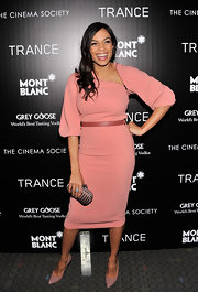 We think pink definitely suits Rosario Dawson, especially this salmon frock with an asymmetrical zipper neckline.