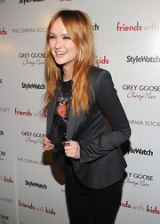 Kaylee Defer wore her hair in tousled choppy layers at a screening of 'Friends With Kids.'