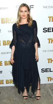 Alicia Silverstone paired her dress with basic black ankle-strap heels.