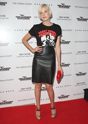 Agyness paired her t-shirt with a leather skirt.