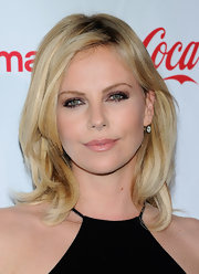 Charlize Theron wore a glamorous smoky-eyed look featuring shimmering amethyst shadow, black liner and mascara.