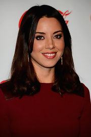 Aubrey Plaza chose a vibrant red lip color to match her lovely crimson dress at the CinemaCon Awards.