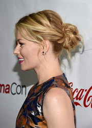 Elizabeth Banks pulled her locks back into a messy, twisted bun for the CinemaCon Big Screen Achievement Awards.