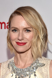 Naomi Watts perked up her beauty look with a glossy red lip.