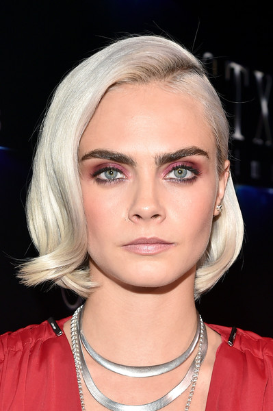 Cara Delevingne played up her gorgeous eyes with a heavy application of pink eyeshadow.