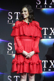 Lauren Cohan went ultra girly in a red ruffle cocktail dress at CinemaCon 2018.