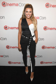 Rachel Platten matched her top with a pair of skinny side-striped pants.