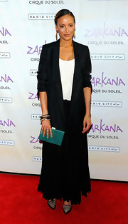 Selita Ebanks added the perfect pop to her monochromatic red carpet look with a turquoise frame clutch.