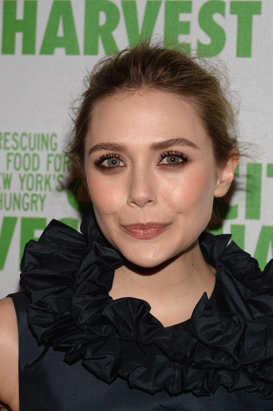 Elizabeth Olsen chose an eyeshadow that would complement her green eyes, so she opted for this brown and gold color combo.