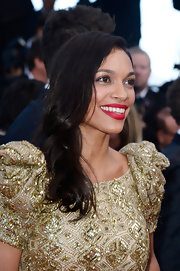 Rosario Dawson rocked the trendy deep side part at the premiere of 'Cleopatra' in Cannes.