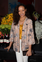 Selita Ebanks was lovely and ladylike in a loose-fitting floral-print blazer.