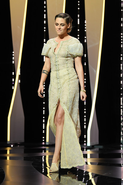Kristen Stewart went the ladylike route in an embroidered column dress by Chanel Couture at the 2018 Cannes Film Festival closing ceremony.