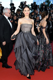 Olga Kurylenko attended the 2018 Cannes Film Festival closing ceremony wearing a strapless gray Dior Couture gown with a sculptural skirt.