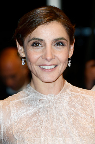 Clotilde Courau Dangling Diamond Earrings []