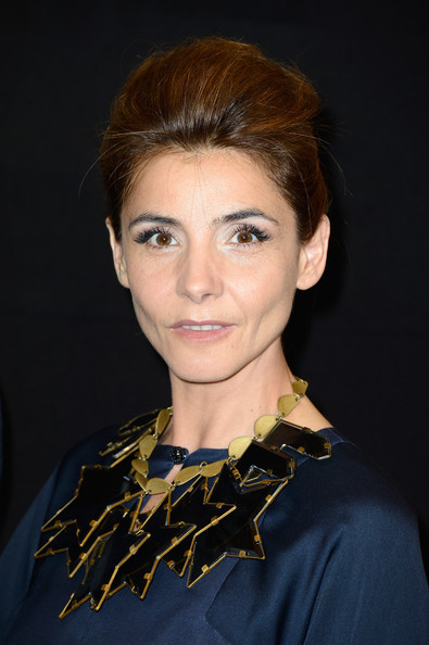 Clotilde Courau Pompadour [hair,face,hairstyle,eyebrow,chin,beauty,forehead,lip,brown hair,smile,giorgio armani,clotilde courau,prive,front row,part,theatre national de chaillot,paris,giorgio armani prive,paris fashion week,show]