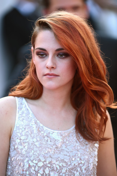 Kristen Stewart wore her hair in bouncy waves at the Cannes Film Festival premiere of 'Clouds of Sils Maria.'
