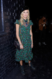 Chiara Ferragni completed her look with a flower-appliqued chain-strap bag.