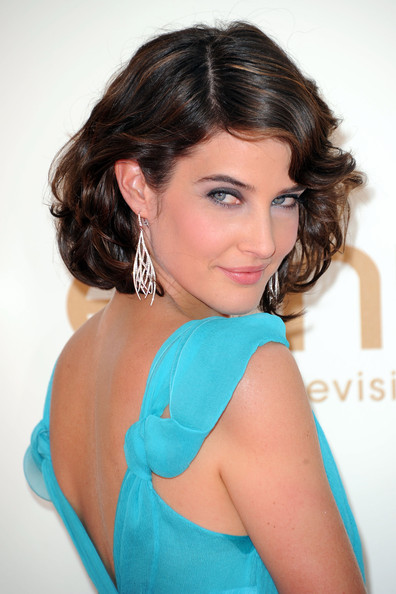 Cobie Smulders Pink Lipstick [hair,hairstyle,turquoise,shoulder,beauty,chin,eyebrow,photo shoot,aqua,teal,arrivals,cobie smulders,primetime emmy awards,california,los angeles,nokia theatre l.a. live,annual primetime emmy awards]