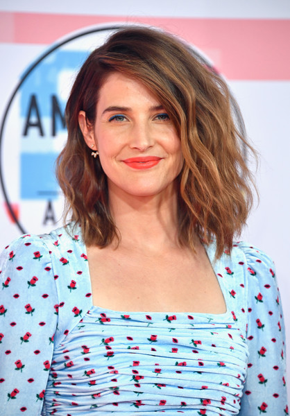 Cobie Smulders Medium Wavy Cut [hair,face,hairstyle,lip,eyebrow,beauty,shoulder,blond,long hair,chin,arrivals,cobie smulders,american music awards,microsoft theater,los angeles,california]