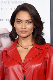 Shanina Shaik topped off her look with a sweet wavy hairstyle when she attended the world premiere of 'Collateral Beauty.'