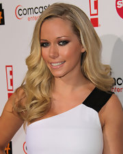 Giving her blond locks a little bounce, Kendra sported large curls that were swept to one side.