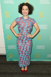 Ilana Glazer flaunted her shapely figure in a sheer, body-con print dress at the Comedy Central Press Day.