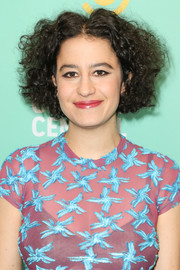 Ilana Glazer wore her hair in mussed-up curls at the Comedy Central Press Day.