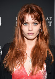 Abbey Lee Kershaw sported barely-there waves with parted bangs when she attended the New York premiere of 'It Comes at Night.'