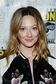 Judy Greer looked cute with her piecey waves during Comic-Con International 2016.